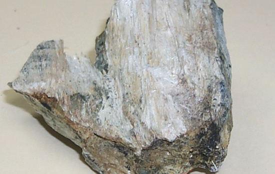 batu beracun asbestos