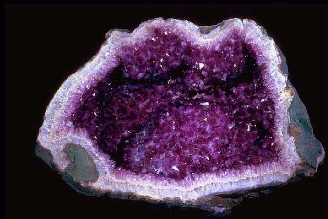 kristal itu hidup